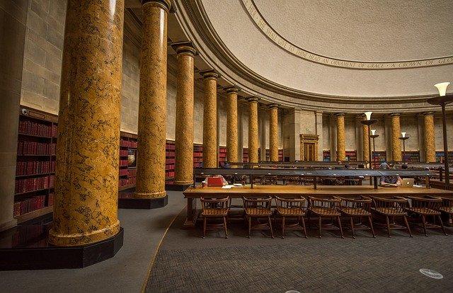 interiér knihovny