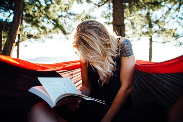 studentka s knihou