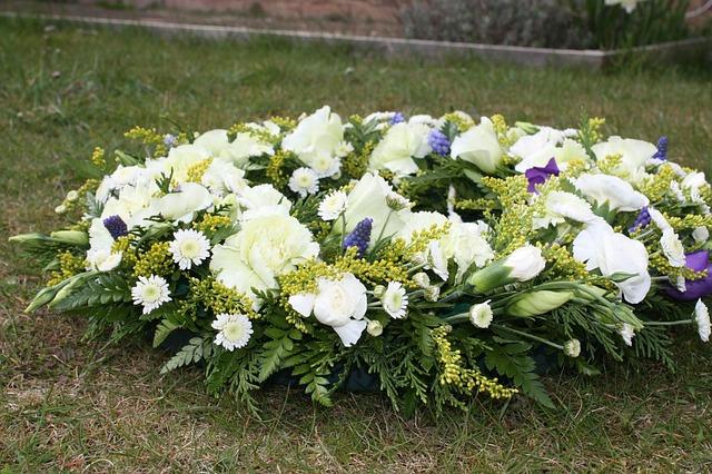 pohřební věnec z bílých květin
