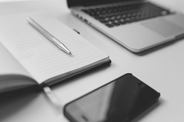 notebook a pracovní pomůcky