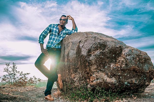 muž oblečen ve venkovském stylu