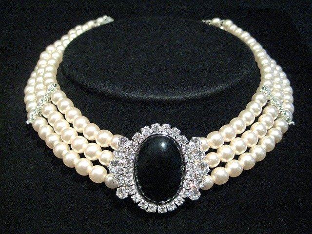 originální šperky si zaslouží jiné místo, než bude krabička, aby upoutaly pozornost