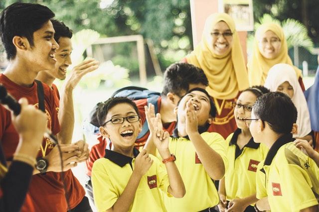 Usmívající se školáci