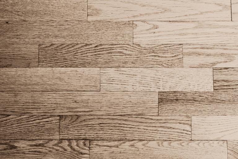 odstín dřevěné podlahy