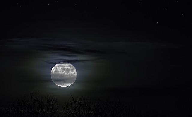 svit měsíce