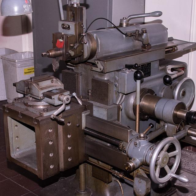 starý obráběcí stroj.jpg